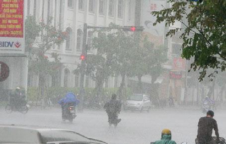 Cơn mưa lớn giải hạn cho Huế